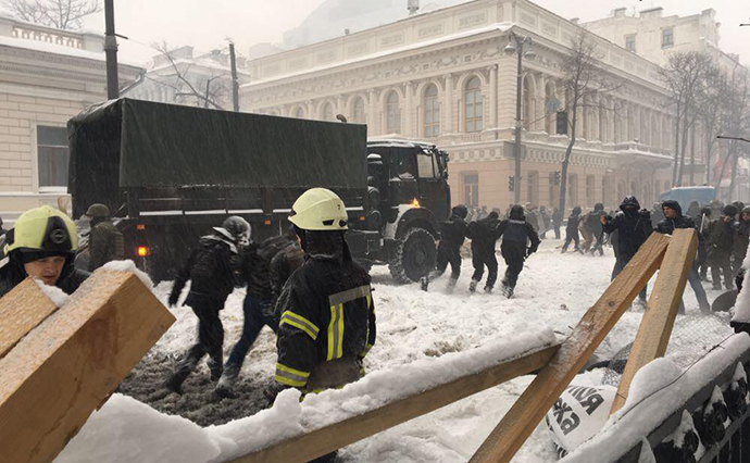 Милиция  начала снос палаточного городка под Радой