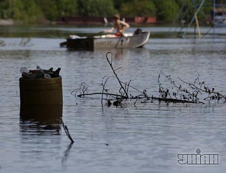 В Гидропарке плавают на лодках