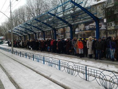 Остановка скоростного трамвая НАУ в 17.20 26 марта