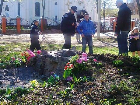 Памятник УПА снесли. Фото партии Свобода
