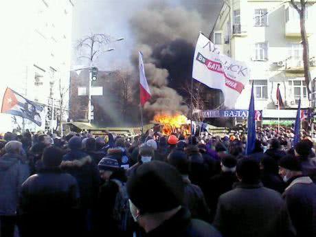 На Шовковичній палять вантажівки