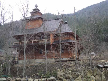 Первой Ющенко достроил церковь