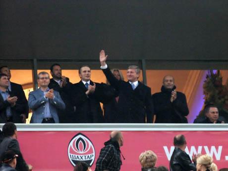 Син президента завітав до мільярдера на матч Шахтар - Ворскла. Фото novosti.dn.ua