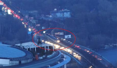 Ще один потяг на Мосту Метро станом на 17:40