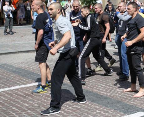 Во время драки 18 мая. Фото Дмитрия Ларина