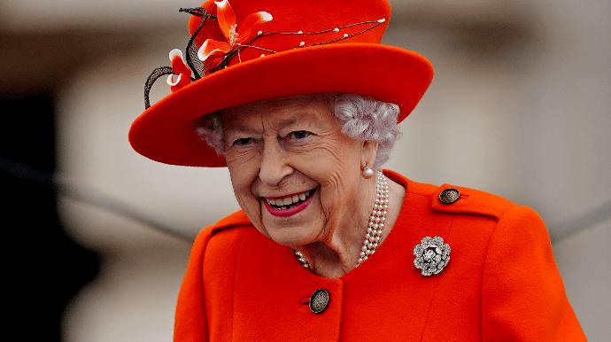 Єлизавета II провела ніч в лікарні