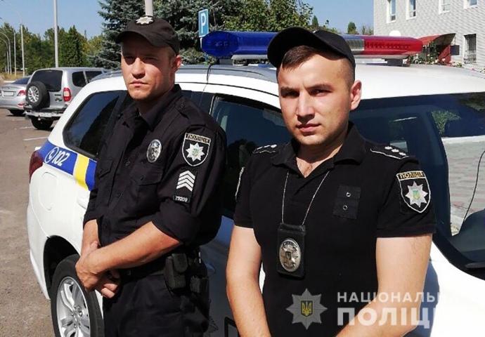В Южноукраинске при задержании вор-рецидивист с заложницей сопротивлялся и ранил ножом полицейского.