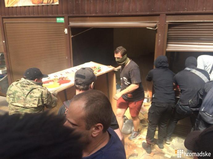 Нарынке возле Лесной задержали 10 вступивших встолкновение сполицией мужчин