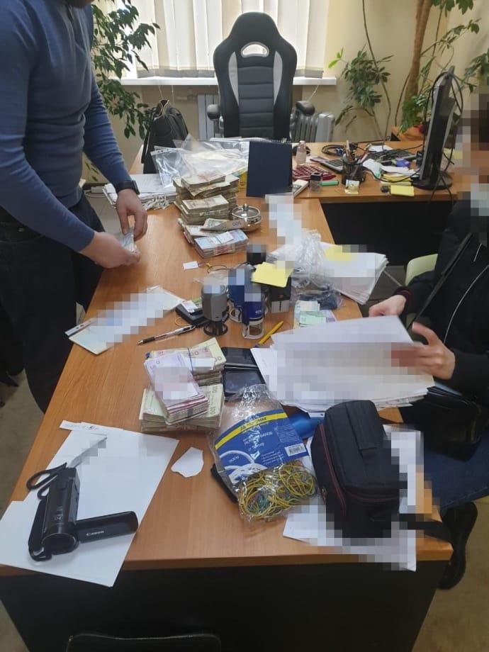 """У Дніпрі СБУ """"накрила"""" ділків конвертцентру з оборотом у кілька сотень мільйонів гривень"""