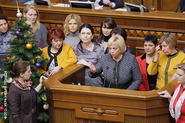 П'ятнична Рада. Війна за голоси і жіночий бунт