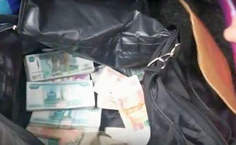 Украинец хотел провезти на Донбасс 3 млн рублей