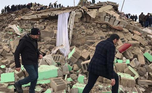 4e680b2 zemletrus tur - В Турции в результате землетрясения погибли 9 человек