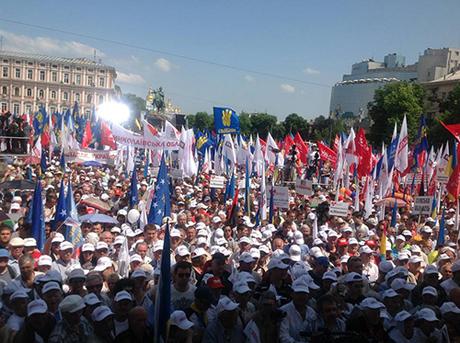 """Многотысячная колонна оппозиционеров двинулась в сторону Софиевской площади, скандируя: """"Зека геть!"""", """"Геть фашизм!"""" - Цензор.НЕТ 3553"""