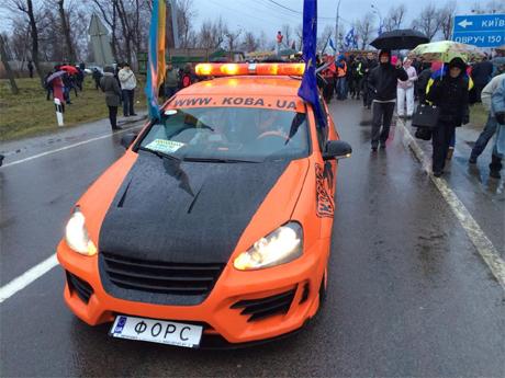 Машина Кобы, которая всегда возглавляет колоны автомайдана. Фото Дмитрия Булатова