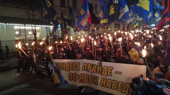 У Києві пройшла смолоскипна хода до дня народження Бандери | Українська  правда