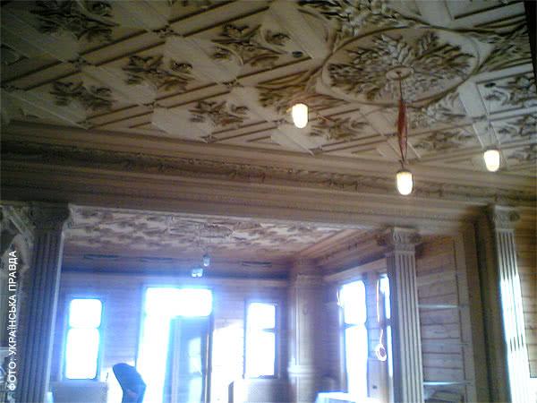 Во дворце Януковича есть рыцарский зал, кинотеатр и золотой иконостас   521b08d honka11