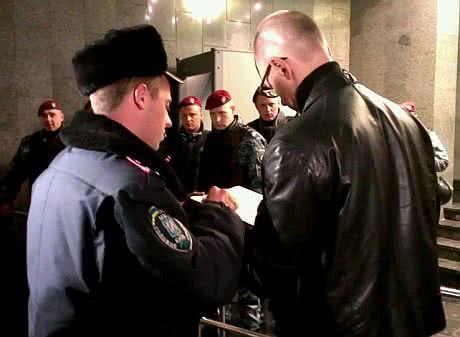 Яценюк пройшов у ГПУ. Фото Оксани Денисової