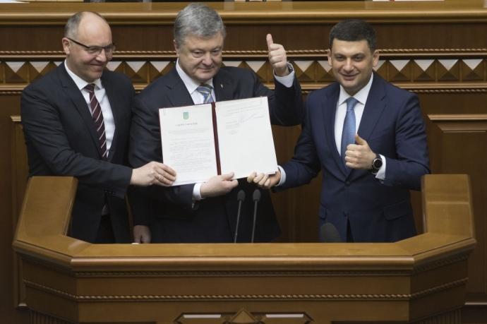 Порошенко затвердив зміни до Конституції щодо ЄС і НАТО