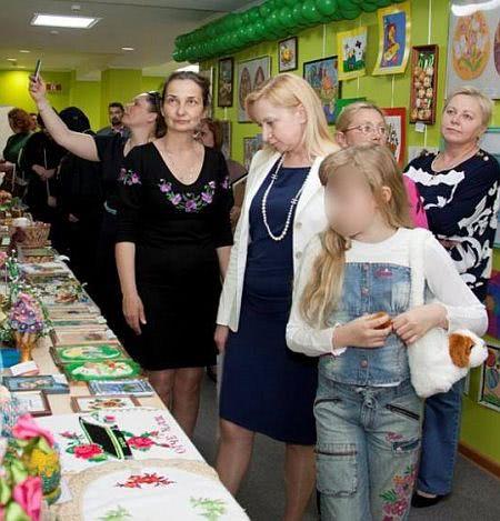 Дама серця Януковича з донькою