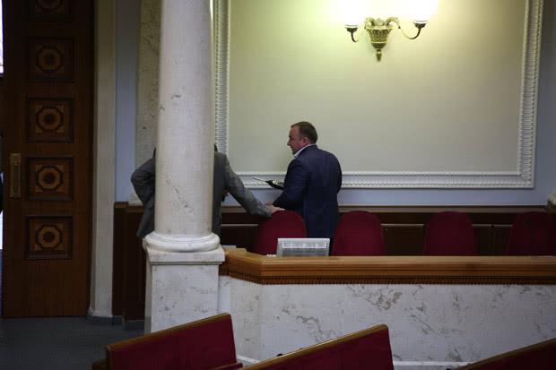Депутаты измеряли уровень радиации в Раде
