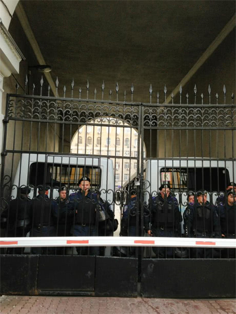 Беркут на всіх входах до КМДА. Фото Олександра Аронця