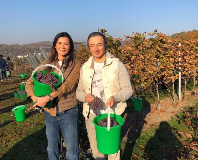 Игорь Кривецкий и его жена Ольга в винограднике отеля Edem Resort