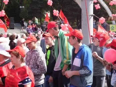Первомайский митинг КПУ в Виннице. Фото 20 минут