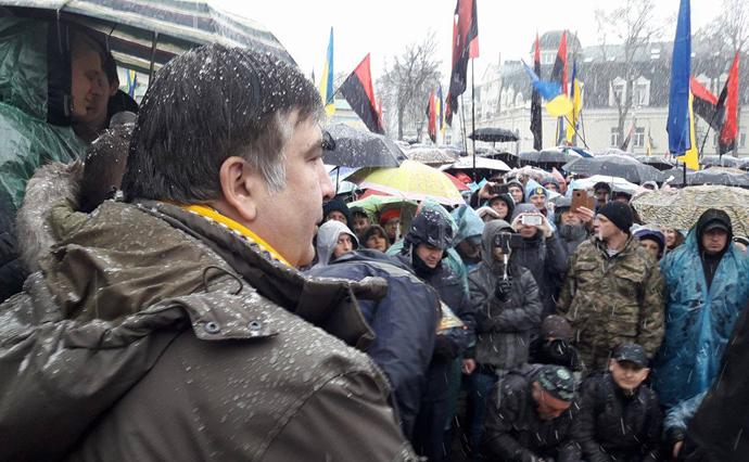 Намитинге вцентре столицы государства Украины собрались около 400 сторонников Саакашвили