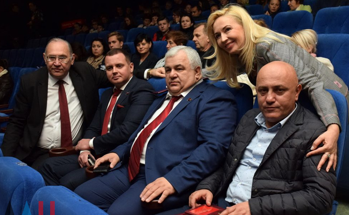 Депутат Государственной думы прибыл вДонецк посмотреть кино