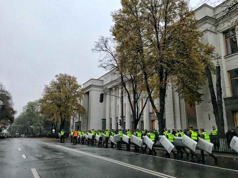 УКиєві поліція і Нацгвардія оточили урядовий квартал