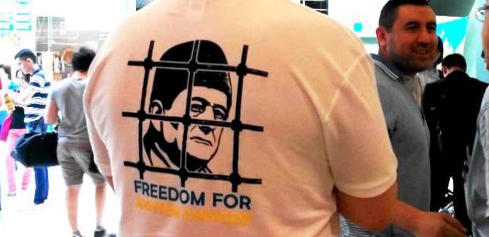 Ленур Ислямов приехал на II Всемирный Конгресс крымских татар в Анкару в футболке с надписью «Свободу Ахтему Чийгозу»