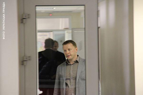 Артем Шевченко йде коридорами телеканалу. Фото УП