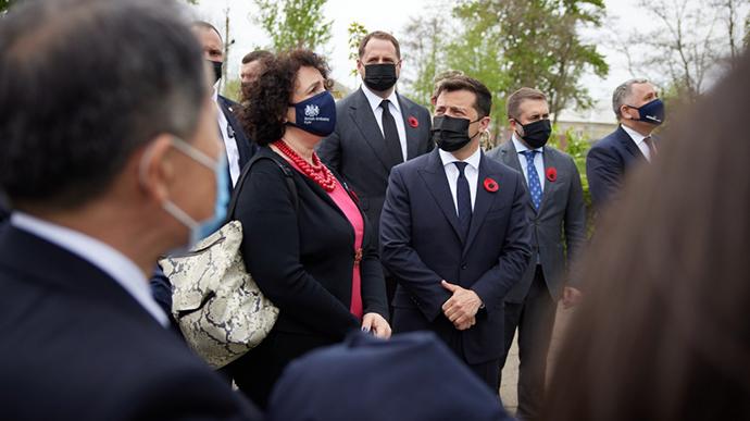 Зеленский свозил послов стран G7 и ЕС в Луганскую область | Украинская  правда