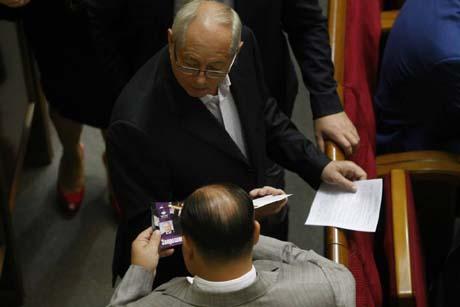 Депутати принесли у Раду нагадування