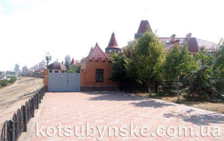 Дом Мельника на Оболонской набережной в Киеве