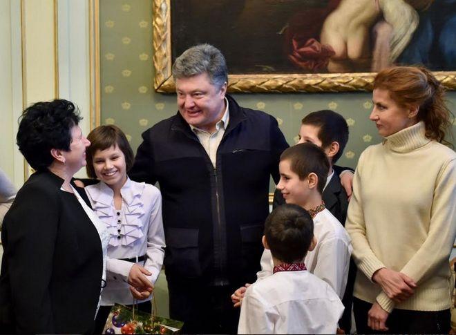 Порошенко також зустрівся з вихованцями дитячого будинку сімейного типу родини Бузівок