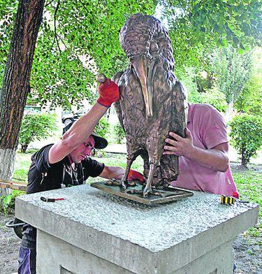 В Киеве появился памятник интеллигенту