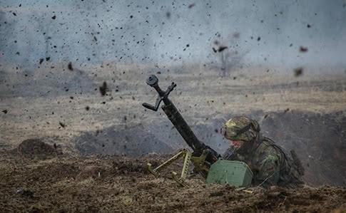 71dc53e 0 - Обстрелы на Донбассе: погиб украинский боец, еще двое ранены