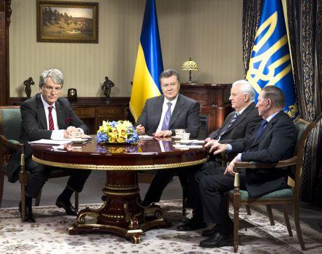 Янукович зустрівся із президентами. Фото прес-служби АП