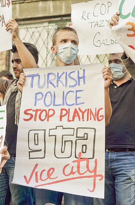 Украинцы под посольством Турции поддержали протестуючищих