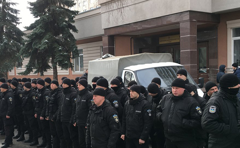 Полицейские устроили молчаливый флешмоб уздания суда