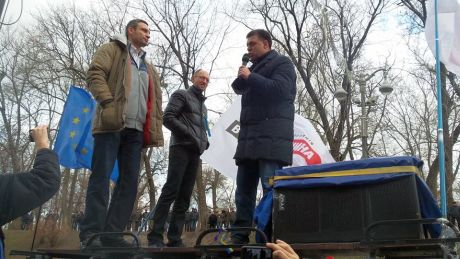 Яценюк, Тягнибок и Кличко вещают на Майдане