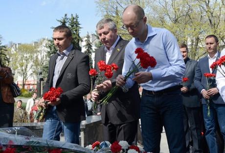 Яценюк, Тягнибок і Кличко у Чернігові