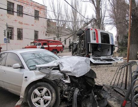 ДТП в Феодосии. Машина сбила скорую, которая ехала с маячками и сиреной