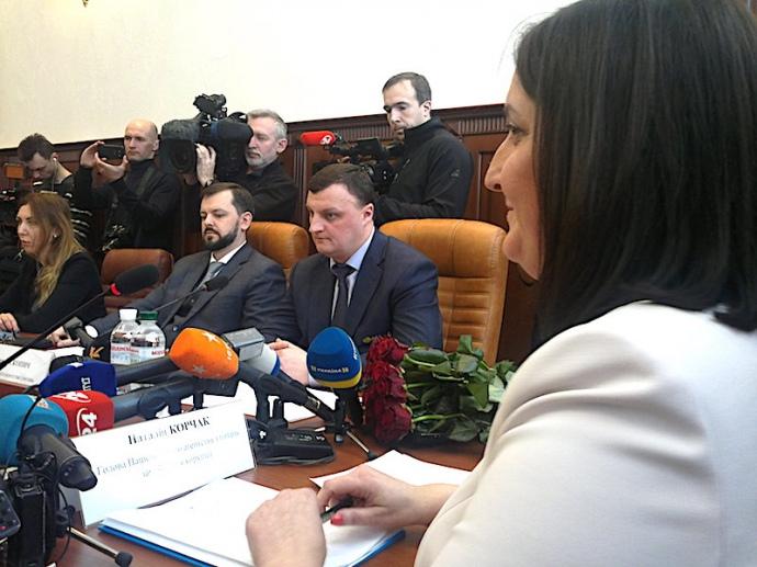 Скопич (у центрі) у вівторок вже не міг претендувати на місце голови НАЗК