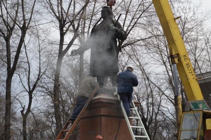 У Запоріжжі демонтували пам'ятник Кірову