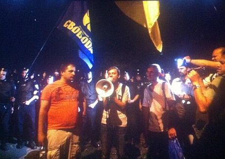 Активісти під РВВС. Фото - Мустафа Найєм