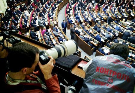 Оппозиция контролирует кнопкодавов. Фото с Твитер Dmytro Barkar