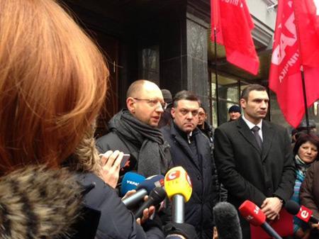 Лидеры оппозиции под Генпрокуратурой