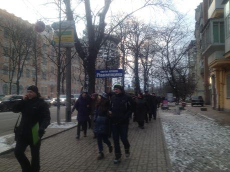 Колонны идут в сторону Мариинского парка